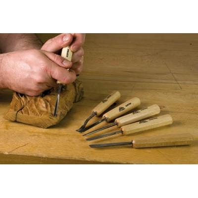 Restaurer le cadre en bois d 39 un vieux miroir relooker un for Restaurer un vieux meuble en bois