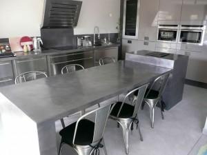 le bton cir donne un look tendance et contemporain un meuble peu importe le support la peinture effet bton cir sapplique sur tout meuble quil soit