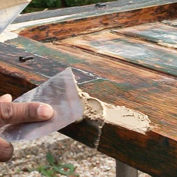 Comment reboucher des trous et fissures sur un meuble en bois ? Relooker meubles # Comment Decaper Des Volets Bois Lasurés