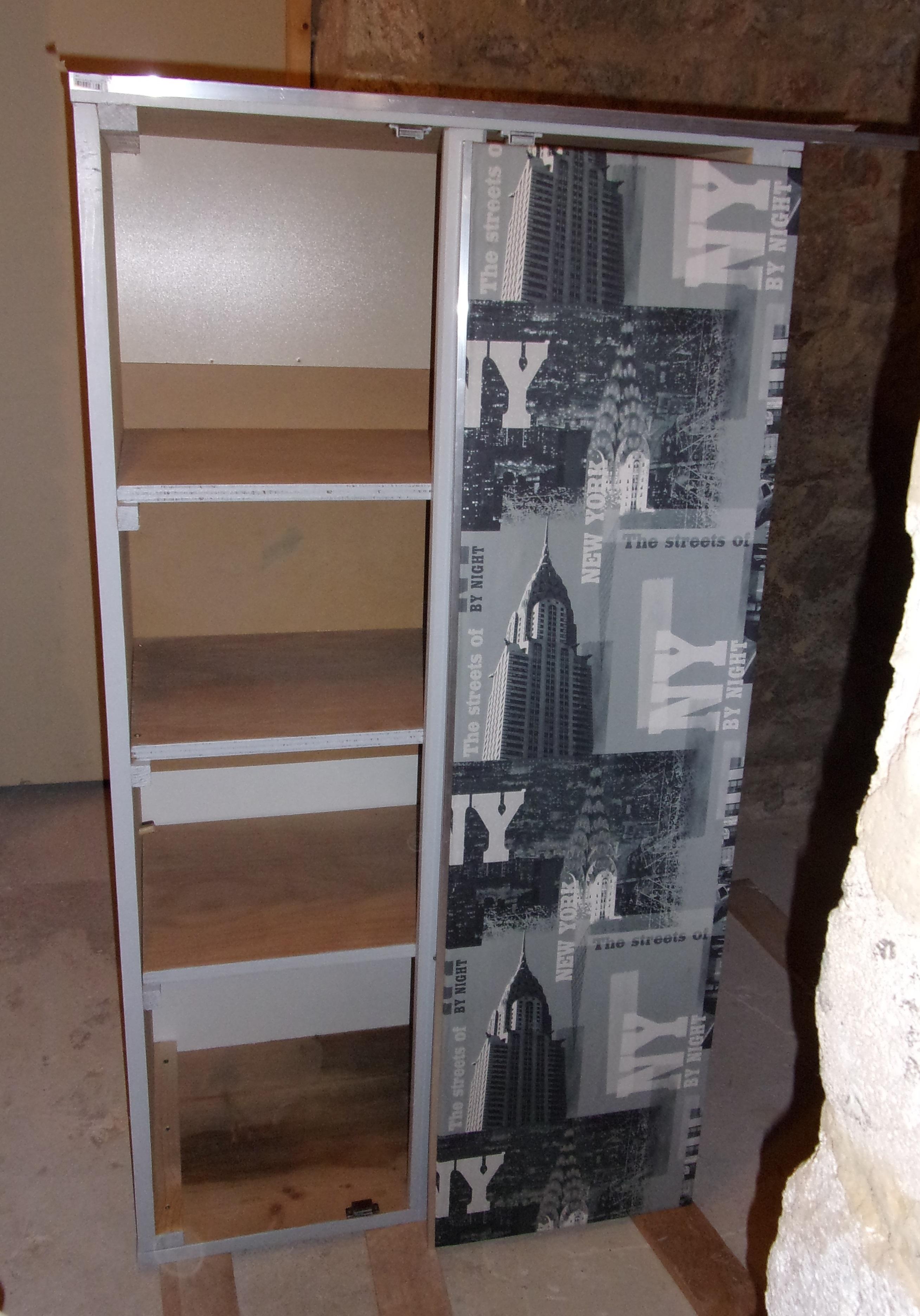 R alisation d 39 une petite armoire relooker un meuble for Papier peint sur meuble