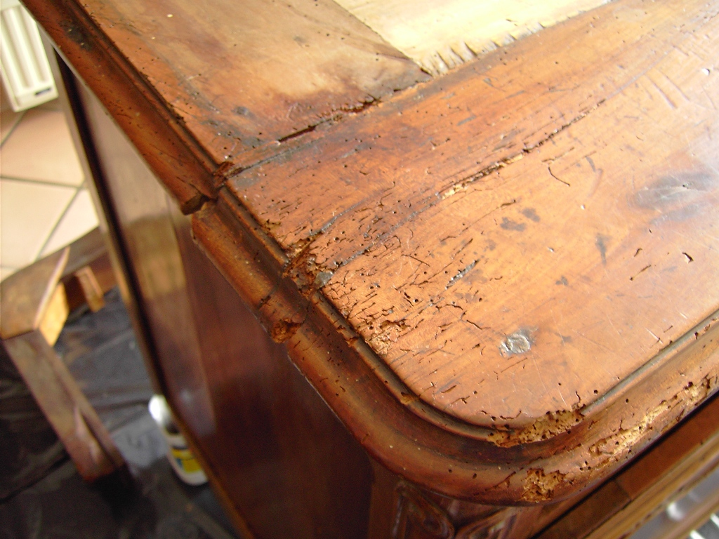 traitement curatif du bois relooker un meuble. Black Bedroom Furniture Sets. Home Design Ideas