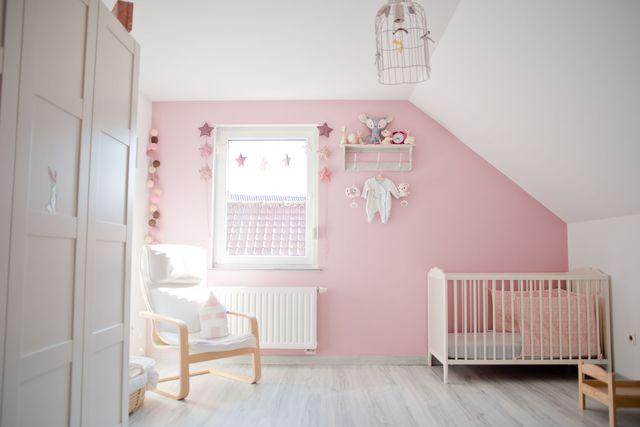 Une chambre en gris et rose de 0 à 77 ans | Relooker meubles