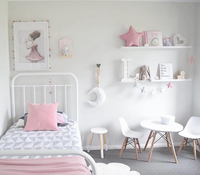 chambre-fille-scandinave-lit-barreaux-murs-blancs ...