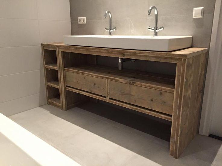 Charmant Une Console, Une Table, Un Meuble Original Peuvent être Détournés Et Offrir  Un Meuble Vasque Décalé, Plein De Charme Et De Fantaisie.